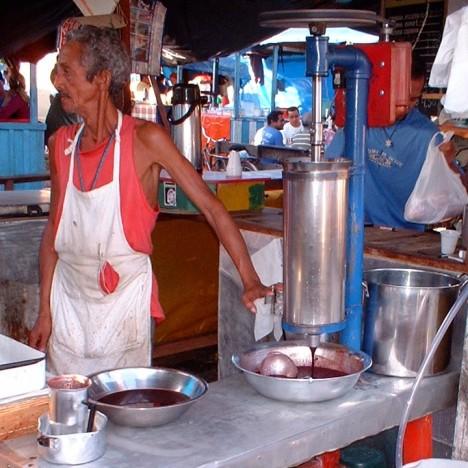 Prodej šťávy acai berry v Brazílii